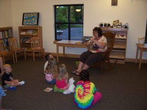 Stories with Miss Glenda @ 11 am @ Paoli Public Library